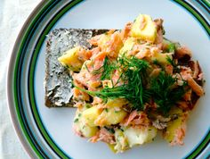 Hot smoked salmon salad with apple and dill