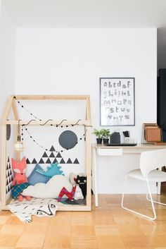 Playroom corner - Scandinavian Style. Click through to learn how to decorate a playroom for your children