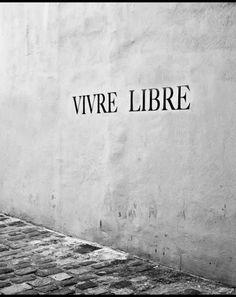 Vivre libre: notre devise ma jolie brune. Oui mon beau capitaine: vivre libre!!!