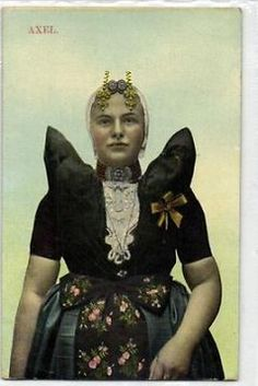 Axel klederdracht 1920.