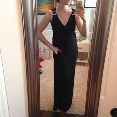 A red carpet look with the convenience any breastfeeding mom needs - this #nursingootd is perfect for a #breastfeedingmoms well-deserved night out!