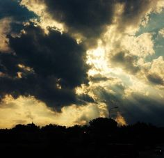 A beautiful shot of the clouds by Robynne... #hope #light
