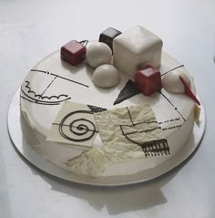 Architect and pastry chef Marie Oiseau creates one-of-a-kind artistic cakes inspired by buildings, shapes, and sculptures. Alain Ducasse, Beautiful Cakes, Amazing Cakes, Mirror Glaze Cake, Chocolate World, Pastry Cake, Cake Art, Fruits And Veggies, Moscow