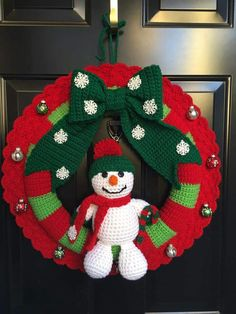 Couronne de Noël au Crochet You are in the right place about DIY Wreath spring Here we offer you the Crochet Christmas Wreath, Crochet Wreath, Crochet Christmas Decorations, Christmas Ornament Wreath, Crochet Christmas Ornaments, Crochet Decoration, Christmas Crochet Patterns, Holiday Crochet, Christmas Ribbon