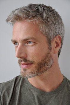 Mens Grey Hairstyles, Best Hairstyles For Older Men, Haircuts For Men, Perfect Body Men, Silver Foxes Men, Handsome Older Men, Beard Model, Men With Grey Hair, Blonde Guys