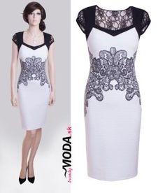 a7f710c28d4 Jedinečné biele krátke puzdrové spoločenské šaty na rôzne udalosti  kombinované s čiernou krajkou - trendymoda.
