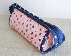 sew together bag Diy Bags Purses, Sew Bags, Sew Together Bag, Snap Bag, Bag Pattern Free, Quilted Bag, Zipper Bags, Tote Purse, Small Bags