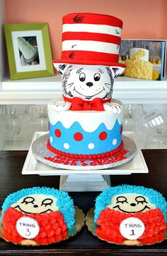 Cat in the Hat cake and smash cakes  by Simply Sweet Creations (www.simplysweetonline.com)