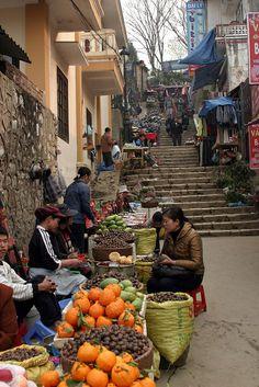 Market in Sapa, Vietnam http://viaggivietnam.asiatica.com/  #world #cultures