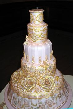 Kerry Vincent is the queen of stencilling with lustre dust.  Check out those fondant pleats. Totally to die for,