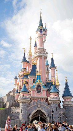 Disneyland Paris, Beautiful Paris, Beautiful Castles, Walt Disney, Parks, One Day In Paris, Image Princesse Disney, Disney Travel Agents, Paris Wallpaper