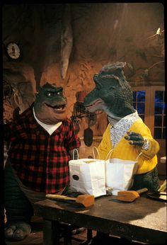 DINOSAURS - 'Fran Live' - Airdate: January 8, 1992. (Photo by ABC Photo Archives/ABC via Getty Images) EARL SINCLAIR;FRAN SINCLAIR Cool Minecraft Houses, Minecraft Skins, Minecraft Buildings, Dinosaurs Tv Series, Earl Sinclair, Disney Dinosaur, History Of Television, Abc Photo, Doctor Whooves