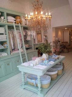 Top 10 Cheap Bassinets For Your Baby Retail store merchandise display. Love the ladder, fixture color and baskets Boutique Decor, Boutique Interior, Boutique Design, Baby Boutique, Shabby Chic Boutique, Boutique Ideas, Boutique Stores, Baby Store Display, Store Displays