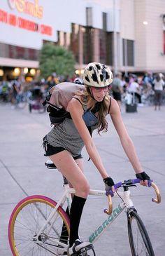 Bianchi Fixie (fixed gear & singlespeed) Bicycle Women's Cycling, Cycling Girls, Urban Cycling, Cycling Jerseys, Cycle Chic, Fixed Gear Girl, Urban Bike, Fixed Bike, Bicycle Girl