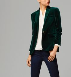 I want this velvet blazer from Massimo Dutti SO. BADLY. Anyone who knows me realises how much I'm obsessed with velvet blazers. The colour is perfect.