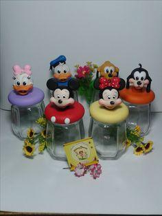 Pote decorado Mickey e sua turma.
