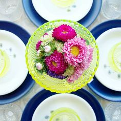 Brighten up the summer vacation with sunny yellow, sea blue and of course fresh flowers flowers. This bowl makes a perfect flower vase for low arrangements that don't block the view. Grapponia, designed by Nanny Still. Nordic Vintage from Finland.   www.astialiisa.com 💐💐  #アラビアフィンランド #北欧ヴィンテージ #北欧ヴィンテージ食器 #北欧食器#nordicdishes #nordicvintage #vintagedishes #レトロ食器 #ヴィンテージ食器 #Finnishdesign#nannystill #still #riihimäenlasi  #riihimäki #finnishglass #designglass #nordicdesign…