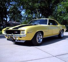 1969 Chevrolet Camaro Z/28 DZ302 in Daytona Yellow with Rally Sport appearance package #cleckleymotorworks