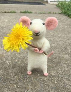 Needle Felted Mouse with Dandelion