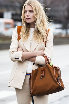 cheveux blonds wavy Dree Hemingway