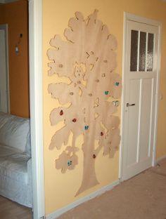 tree coat rack in our lovely holiday home - boom kapstok in ons vakantiehuisje, zie je de merel? www.merelaar.nl
