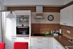 kromě té vysoké skříně úplně vlevo, trouba ano Kitchen Dinning, New Kitchen, Small Apartments, Interior Design Kitchen, Kitchen Storage, Kitchen Remodel, Living Room Decor, Sweet Home, Kitchen Cabinets