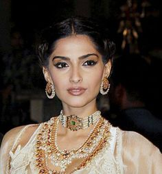 In recent years pearls have come become immensely popular in Indian temple jewellery uncut diamond necklaces antique necklace sets earrings pendants rings more! Jewelry Design Earrings, Necklace Designs, Pearl Jewelry, Indian Jewelry, Bridal Jewelry, Diamond Jewelry, Gold Jewelry, Diamond Necklaces, Pearl Necklaces