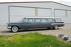 1960 Chevrolet Airporter.... this would be AMAZING fixed up!