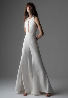 Wedding Dress Trends, Fall Wedding Dresses, Designer Wedding Dresses, Bridal Dresses, Wedding Gowns, Wedding Suits For Bride, Chic Wedding, Wedding Advice, Luxury Wedding