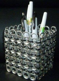 Aluminum can tabs are very easy to work with, here are 20 projects to inspire you! - Crafts - Tips and Crafts Aluminum can tabs are very easy to work with, here are 20 projects to inspire you! - Crafts - Tips and Crafts Soda Tab Crafts, Can Tab Crafts, Aluminum Can Crafts, Bottle Cap Crafts, Fun Crafts, Coke Can Crafts, Tape Crafts, Easter Crafts, Pop Top Crafts