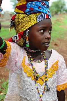 Africa | A young Fulani (Peul) girl seen on the road to the market.  Benin. © Luca Gargano