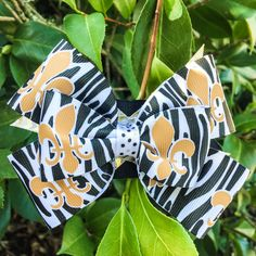 GEAUX SAINTS!! A super cute saints bow with fleur de lis and tiger print grosgrain ribbon. Layered hair bow with black, gold and white and gold polka dot ribbon. Measures about 4-5 inches.  - It can be worn directly in the hair or it can be attached to an interchangeable fancy elastic headband.
