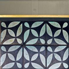 Beautiful VeSta #Raku #tiles #tiling #tileaddiction #tiled #handmadetile #interior #interiors #interiordesigner #interiordesign #instahome #idcdesigners #architecture #homedesign #homedecor #dsfloors #residential #designer #design #geometric by karak_tiles