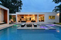 Área de lazer integrada com piscina.  Área de descanso no meio da piscina. Loma Linda modern-pool