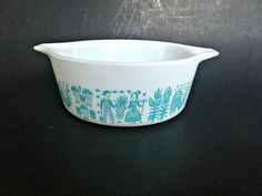 Pyrex Blue Amish Butterprint Bowl 472 in by GatewayHeirlooms