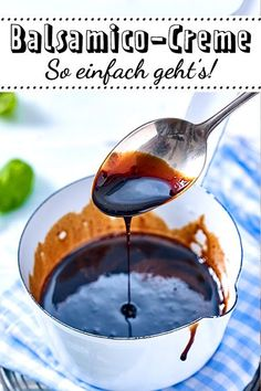 Balsamico-Creme selber machen – so geht's As sophistication for appetizers like but also for desserts and main dishes makes balsamic cream excellent! Healthy Food List, Healthy Eating Tips, Healthy Nutrition, Anniversary Dinner, Vegetable Drinks, Morning Food, Food Menu, Veggie Recipes, Drink Recipes