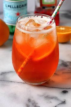 The Aperol Spritz - this gorgeous refreshing cocktail only uses 3 simple ingredients and takes 2 minutes to make!!! YES!