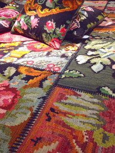 Patch-work mat from Ikea looks homey! Ikea Inspiration, Design Inspiration, Ikea Rug, Botanical Decor, Interior Rugs, Rug Store, Rug Hooking, Carpet Runner, Fabric Painting