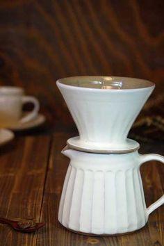 【楽天市場】コーヒードリッパー &ピッチャー【益子焼・陶器】粉引鎬(台形)こだわりの時間を演出する。紙フィルタ5枚付き☆陶器のやさしい白に包まれて。:益子焼 和食器通販 わかさま陶芸