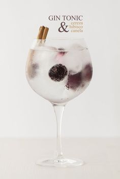 Gin Tonic: cereza, hibisco & canela - Lost in Cupcakes