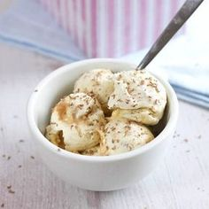 I never knew homemade ice cream was so easy! You don't need a machine, and don't need to stir as it freezes. I made banoffee! Yogurt Ice Cream, Frozen Yoghurt, Vegan Ice Cream, Food Network Recipes, Food Processor Recipes, Cooking Recipes, Frozen Desserts, Summer Desserts, No Churn Ice Cream