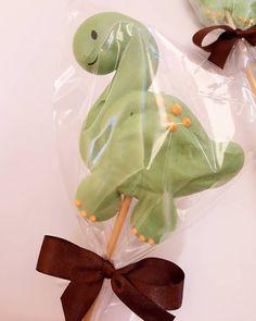 Meringue Pavlova, Meringue Desserts, Meringue Cookies, Cute Desserts, Royal Icing Cookies, Magnum Paleta, Dinosaur Birthday Cakes, Fruit Cookies, Mens Valentines Gifts