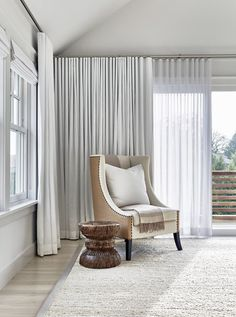 Beach Curtains for Living Room . Beach Curtains for Living Room . Captivating Beach House In Amagansett with Stylish Details Living Room Drapes, Living Room Photos, Living Room Windows, Living Room Grey, Living Room Decor, Bedroom Curtains, White Curtains, Neutral Curtains, Diy Bedroom