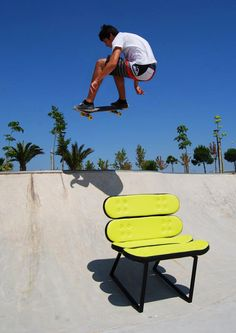 Skate-Home, the online skate shop with gifts for skateboarders with decoration products and furniture based on the skateboard. Skate Shop, Skate Park, Types Of Furniture, Furniture Making, Skateboard Furniture, Business Furniture, Original Gifts, Take A Seat, Chair Design