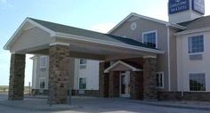 Cobblestone Inn and Suites Wray Wray (Colorado) Featuring a lounge with cocktails and pizza, this hotel is 5 minutes' drive from Wray Municipal Airport. Free Wi-Fi is offered in all guest rooms. A hot breakfast is served daily.