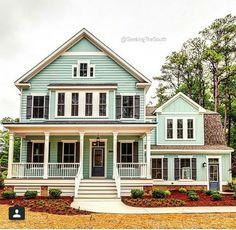 I love this house and the color.!!
