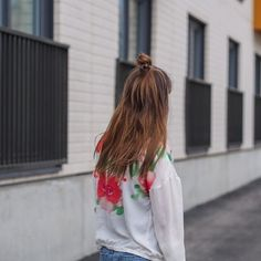 Do you like second-hand shopping? Check out Milja's favorite finds on the blog ✨  •  •  #linkinbio #moreontheblog #newblogpost #secondhand #fleamarket #bomberjacket #fashion #recycling #ootd #outfit #blog #blogger