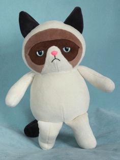 Endlich ist es soweit, die weltweit erste Grumpy Cat zum Kuscheln! Sie ist ausschließlich aus Nickisamt gefertigt. Augen und Nase sind mit Federk...