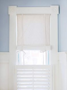 ideas bathroom window treatments curtains wall colors for 2019 Kitchen Window Treatments With Blinds, Corner Window Treatments, Wall Treatments, Window Coverings, Kitchen Blinds, Demis Murs, Tie Up Shades, Casual Decor, Half Walls