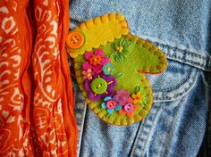 felt mitten - GRETCHEN TIMM - Etsy - this particular mitten is no longer available but she has many other super ones in her shop for $14.50